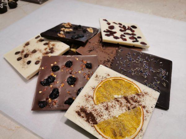 Шоколад с плодове, ядки,