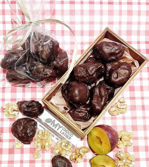 СИНИ СЛИВИ С ОРЕХЧЕ, ПОРТОКАЛОВИ КОРИЧКИ И КАНЕЛА В ТЪМЕН 54% ШОКОЛАД | MY Chocolatier